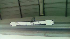 Lector RFID UHF fijo con antenas colgado del techo